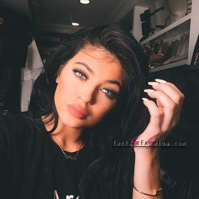 kylie-jenner-wearing-colored-contact-lenses-solotica-billionairebeauties-6_large