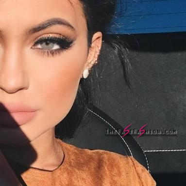 kylie-jenner-wearing-colored-contact-lenses-solotica-billionairebeauties-hidrocor-what-colour_large