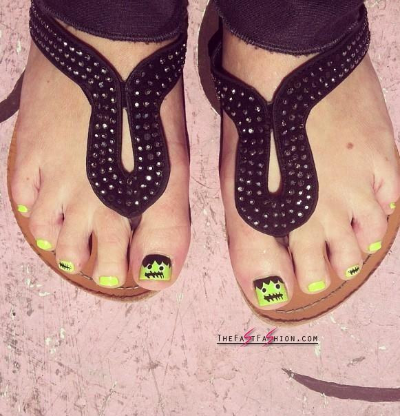 10 Awesome Halloween Toe Nail Art Designs For Horror