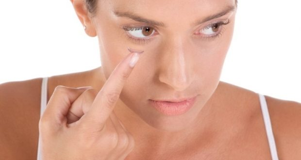 9 Steps How to Apply Eye Makeup With Contact Lenses