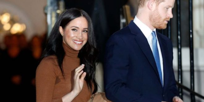 Prince Harry Reunites with Meghan Markle & Baby Archie in Canada