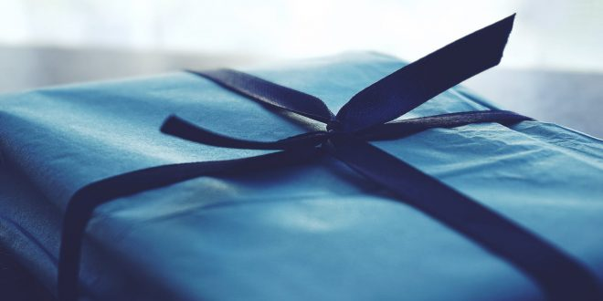 BEAUTIFUL AND UNIQUE WAYS TO WRAP A GIFT