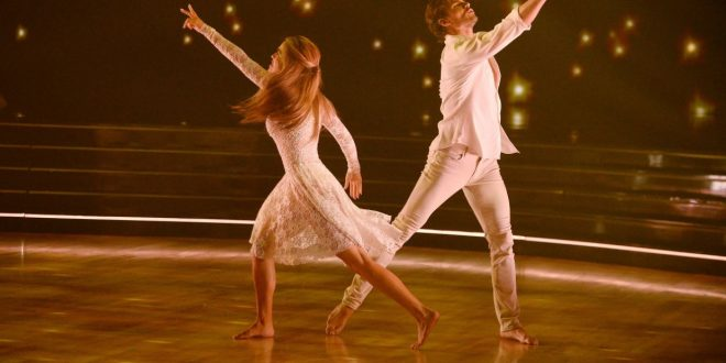 Chrishell Stause dedicates 'DWTS' performance to late parents: 'I miss them every day'