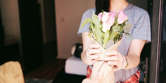 5 Romantic Gift Ideas for Your Girlfriend