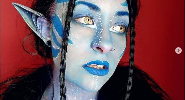 39 Halloween Costume Looks With Colored Contacts