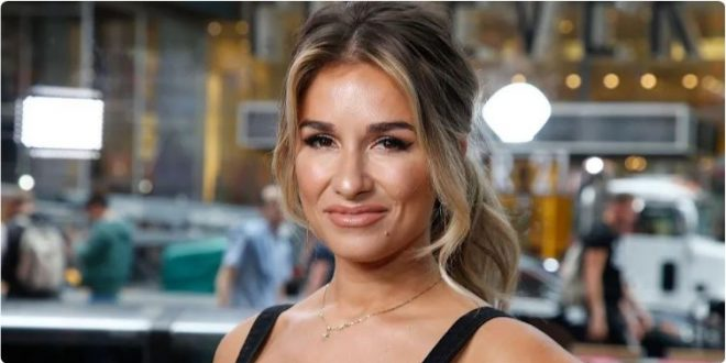 """Jessie James Decker Shows Off Her """"Revenge"""" Legs in New Video Wearing a Crop Top and Short Shorts"""